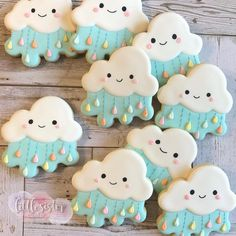 I thought it was going to rain today 🌧 🤔 but it didn't. I personally love rainy days. It's just so soothing to watch the water come down,… Sugar Cookie Royal Icing, Best Sugar Cookies, Christmas Sugar Cookies, Fancy Cookies, Cute Cookies, How To Make Cookies, Cupcake Cookies, Cookie Favors, Flower Cookies