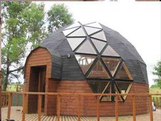 domo geodésico at DuckDuckGo Geodesic Dome Greenhouse, Geodesic Dome Homes, Yurt Home, Box Houses, Tree Houses, Build Your Own House, A Frame Cabin, Dome House, Energy Efficient Homes