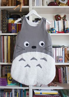 Totoro I wonder if this comes in my size :) Sewing For Kids, Baby Sewing, Diy For Kids, Baby Couture, Couture Sewing, Diy Bebe, Sleep Sacks, Diy Shirt, Baby Crafts