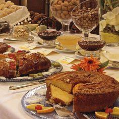 Good morning. Do you like cake for breakfast? Bom dia. Gosta de bolo ao pequeno-almoço? #hotelrealdobidos #breakfasttime #cake #bolorei #bolos #obidos #portugal #tourism #hotel #hollidays #boutiquehotel #fall #wintertime #relax #placetovisit #destination #happytime #sogood #perfectfortwo #breakfast #buffet #hotelbreakfast #pequenoalmoco #bomdia #goodmorning #vacations #ferias