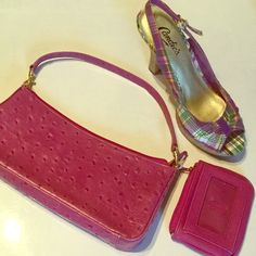 """NWOTGIANI Fuchsia Faux Ostrich Purse Great pop of color in this small handbag.  Removable strap for use as clutch.                Size is 10"""" x 4.5"""" x 1.75"""".  Matching coin purse included!  Zip top, with gold tone hardware. Giani Bernini Bags"""