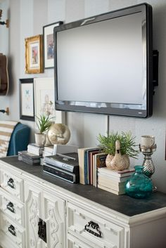 Styling A Modern Gallery Wall For The Home Decor Around Tv Tv pertaining to dimensions 1068 X 1600 Bedroom Dresser Decor With Tv - Who says that bedroom My Living Room, Home And Living, Living Room Decor, Bedroom Decor, Master Bedroom, Bedroom Wall, Decor Room, Modern Bedroom, Bed Room