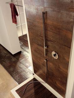 Lhådös Kakel Corten - A Bronze cm Glass Tile Bathroom, Modern Bathroom Tile, Loft Bathroom, Glass Tile Backsplash, Bathroom Tile Designs, Bathroom Floor Tiles, Tile Floor, Bad Inspiration, Bathroom Inspiration