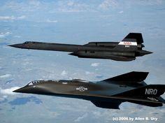 SR-71 BLACKBIRD WITH AURORA SPFX - OLD AND NEW TECHNOLOGY - Photo via strangemilitary.com