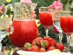 """Strawberry Daiquiri Punch - Keeping in mind for """"pool days"""" this coming Summer. Who's in?!"""