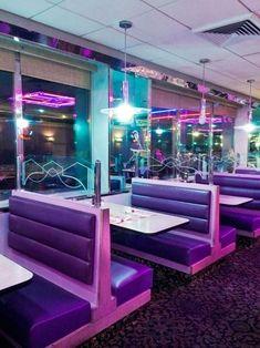 Neon lights make every retro diner glow Diner Aesthetic, Purple Aesthetic, Aesthetic Light, Cafeteria Retro, Neon Noir, Retro Diner, Photocollage, Neon Lighting, Vaporwave