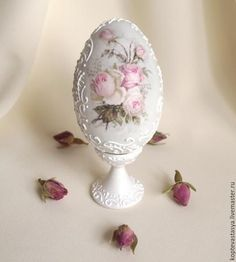 """Prezenty na Wielkanoc ręcznie.  Fair Masters - ręcznie.  Kup Pisanka """"Delicate Rose"""".  Handmade.  biały Egg Crafts, Easter Crafts, Diy And Crafts, Decoupage, Egg Shell Art, Easter Egg Designs, Diy Ostern, Faberge Eggs, Easter Printables"""