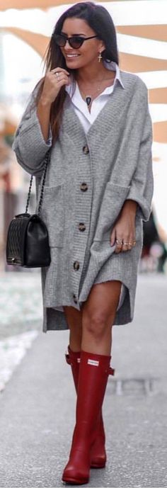 #winter #outfits gray button-up knitted sweater. Pic by @rome_fashion_style.