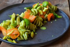 Fusilli con crema di piselli, asparagi e carote! https://robysushi.com/2016/05/04/fusilli-con-crema-di-piselli-asparagi-e-carote/