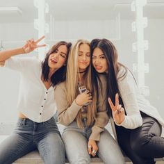 Best friend goals, friends are like, best friends, bff pictures, be Bff Pics, Cute Friend Pictures, Friend Photos, Funny Pictures, Friend Poses Photography, Family Photography, Levitation Photography, Exposure Photography, Water Photography