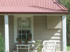 Best exterior paint colors for house red roof curb appeal Ideas Best Exterior Paint, Exterior Paint Colors For House, Paint Colors For Home, Exterior Colors, Exterior Design, Paint Colours, Wall Colors, White Exterior Houses, Cottage Exterior