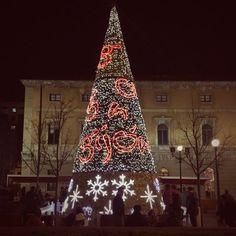 "Gijon del Alma on Twitter: ""Buenas noches desde la #plaza del #parchis #Gijon #Gijondelalma #navidad #decoracion https://t.co/55uyCApdV5"""