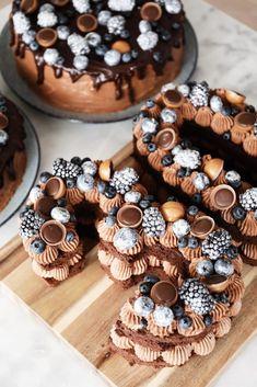 Årh, hvor fik jeg bare meget kærlighed i går p … – # Årh … - Kuchen Food Cakes, Cupcake Cakes, Mini Cupcakes, Number Cakes, Cake Trends, Holiday Desserts, Cake Cookies, Chocolate Recipes, Cake Recipes