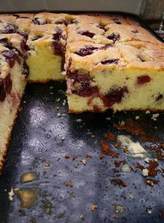 Joghurtos meggyes, gyors, olcsó és nagyon finom! – Ez Nem Semmi Hungarian Desserts, Hungarian Recipes, Sweet Desserts, Sweet Recipes, Delicious Desserts, Croation Recipes, Baking Recipes, Cake Recipes, Artisan Bread