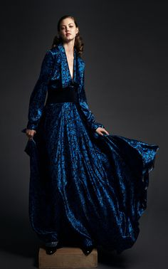 Get inspired and discover Zac Posen trunkshow! Shop the latest Zac Posen collection at Moda Operandi. Fashion Moda, Fashion Week, Fashion 2020, Runway Fashion, High Fashion, Fashion Show, Fashion Design, Zac Posen, Fashion Business