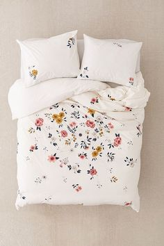 If you need ideas for cute dorm rooms, here are tons of cute dorm room decor ideas that will give you inspiration! These chic and cute dorm room ideas are affordable and perfect for a student budget. Dream Bedroom, Home Bedroom, Bedroom Inspo, Bedroom Ideas, Master Bedroom, My New Room, My Room, Cute Dorm Rooms, House Rooms