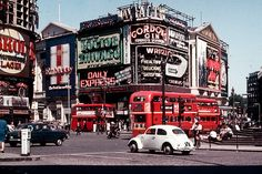 For a few years in the London was the world capital of cool. When Time magazine dedicated its 15 April 1966 issue to London: the Swinging City (Photos © Richard Friedman) London Bus, London Life, London Street, Vintage London, Old London, Retro Vintage, Piccadilly Circus, London History, British History