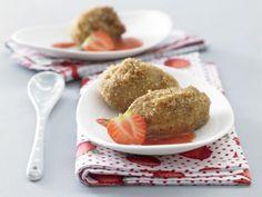 Quarkklößchen mit Erdbeersauce: ein süßes Hauptgericht, das mit ganz wenig zugesetztem Zucker auskommt. Dafür gibt\'s Eiweiß, Kalzium und Vitamine!