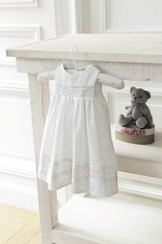 Robe chic bébé.  Chic white dress for baby
