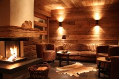 Offering Alpine-style accommodations in Lermoos Chalet Tannenhof is 492 feet away from the ski elevators of Grubigstein and it comes with heated ski. Chalet Tannenhof Lermoos Austria R:Tyrol hotel Hotels Chalet Chic, Chalet Style, Chalet Design, Apartment Interior, Bedroom Apartment, Arona, Blinds For Windows, Alpine Chalet, Ski Chalet