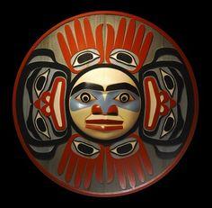 John Livingston ( adopted Kwakwaka'wakw ) - Moon Surrounded by Humans Haida Kunst, Arte Haida, Haida Art, Arte Inuit, Inuit Art, Native American Artwork, American Indian Art, Tatouage Haida, Tribal Art
