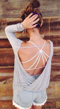 Love this look- open back with strappy sports bra. I have the strappy bra <3m