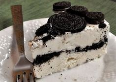 Oreo, our favorite cookies (StoresConnect. Oreo® Ice Cream Cake Recipe for Devin's birthday, but I will make a few changes according to his requests. Oreo Desserts, Ice Cream Desserts, Frozen Desserts, Just Desserts, Cookies Oreo, Oreo Cake, Sweet Recipes, Cake Recipes, Pie Cake