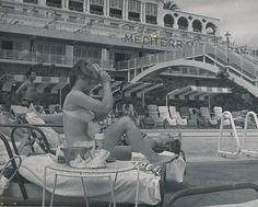 Piscina del hotel Mediterráneo. Palma de Mallorca | por Biblioteca Facultad de Empresa y Gestión Pública