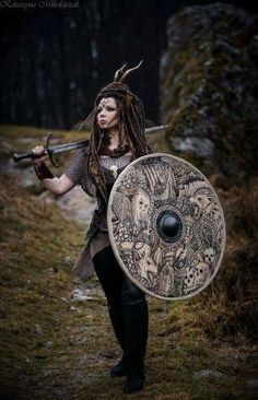 f Tiefling Fighter chain shield sword forest road hills farmland Larp female shield maiden Larp, Cosplay, Viking Shield Maiden, Vikings, Celtic Warriors, Viking Costume, Vegvisir, Fantasy Costumes, Norse Mythology
