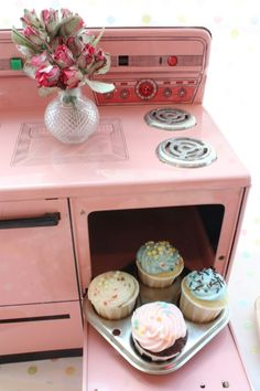 pink stove I'm not very girly but a pink retro kitchen sounds so cool to me