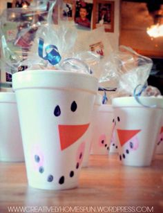 A Poppin' Snowman! Popcorn School Snack - Fun Stuff For Kids & Mommies - A Poppin' Snowman! Christmas Party Snacks, School Christmas Party, Preschool Christmas, Toddler Christmas, Christmas Fun, Holiday Fun, Christmas Deserts, Preschool Winter, Xmas
