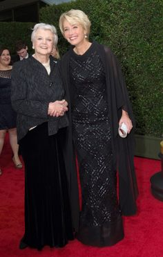 Emma Thompson, Angela Lansbury<<< It's like the two theatre goddesses that fell from theatre heaven and complimented each other all night on their performances. God I'd kill to hear that conversation! Angela Lansbury, Short Permed Hair, Kristin Scott Thomas, Intelligent Women, Oscar Fashion, Emma Thompson, Extraordinary People, British Actors, Golden Age Of Hollywood