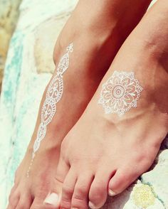 """Beach brides, this one's for you! Check out these super cute white henna-inspired tattoos from @beachsochicaus #onefineday #weddinginspo #wedding #inspo…"""