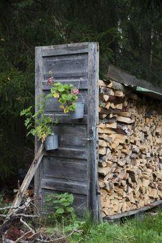 The Upcycled Garden Volume 11 – Creative Garden Ideas - Alles über den Garten Cottage Garden Design, Backyard Garden Design, Backyard Landscaping, Garden Art, Backyard Ideas, Gazebo, Pergola, Deco Champetre, Diy Garden Projects