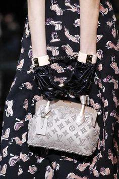 c98344cf4fba Luis Vuitton detail  Louisvuittonhandbags Louis Vuitton Shop