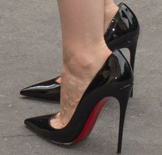 "When in doubt: Jessica went with the classic no-fail Christian Louboutin ""So Kate"" pumps in black patent"