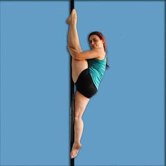 Legs position: Split - Letteralmente spaccata, nelle gare si considera spaccata quando l'angolo formato tra le cosce va dai 160° in su indipendentemente che le gambe siano stese o piegate. Nel PDY useremo questa definizione unicamente in riferimento alle spaccate sagittali a gambe stese.