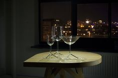 by Maarten Baptist - CLUSTER CRAFTS 2020 glass design Organic Shapes, Glass Design, Dinner Table, White Wine, Wine Glass, London, Crafts, Dinning Table, Manualidades