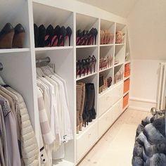 meuble sous pente adapté, comment organiser ses vêtements et chaussures, idée de dressing élégant