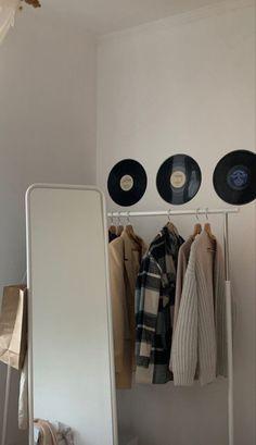 Room Ideas Bedroom, Small Room Bedroom, Bedroom Decor, Room Ideias, Minimalist Room, Room Goals, Aesthetic Room Decor, Home Room Design, Dream Rooms