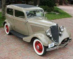 .1933/34 FORD V8 2-door sedan