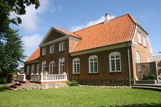 """Brogaardsvej 5, 6950 Ringkøbing - """"Brogaarden"""" en af de flotteste bygninger i Vestjylland. #ringkøbing #villa #selvsalg #boligsalg"""