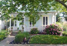 Cute cottage in Cape May, NJ Cozy Cottage, Cottage Homes, Cottage Style, Cottage Farmhouse, White Cottage, Cottage Gardens, Coastal Farmhouse, Farmhouse Ideas, Little Cottages