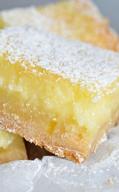 Easy Cake Mix Lemon Bars Recipe – These are the best lemon bars! Simple and deli… Easy Cake Mix Lemon Bars Recipe – These are the best lemon bars! Made with cake mix and a gooey cream cheese top. This lemon dessert will be a hit! Cake Mix Desserts, Brownie Desserts, Cake Mix Cookies, Cake Mix Recipes, Lemon Desserts, Lemon Recipes, Easy Desserts, Cookies Et Biscuits, Yellow Desserts