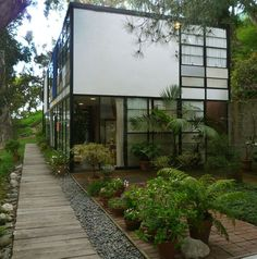 Eames House, Case Study House No. Pacific Palisades, CA - Charles & Ray Eames Los Angeles Apartments, Los Angeles Homes, Charles Eames, Exterior Design, Interior And Exterior, Classic House, Historic Homes, House Tours, Interior Architecture