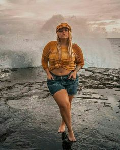 Swimsuit and denim outfit hawaii beaches mustard yellow captain hat outfit Plus Size Bikini Bottoms, Women's Plus Size Swimwear, Beach Outfits Women Summer, Outfit Summer, Plus Size Beach Outfits, Outfit Strand, Hawaii Outfits, Curvy Bikini, Look Plus Size