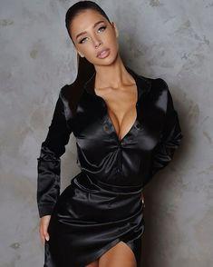 Sexy Blouse, Blouse Dress, Bodycon Dress, Satin Bluse, Bodysuit, The Most Beautiful Girl, Beautiful Women, Satin Dresses, Satin Skirt