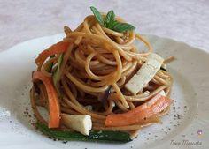 Primo piatto all'insegna del gusto e della leggerezza,Spaghetti integrali saltati con tofu e verdure miste , sapore di primavera!