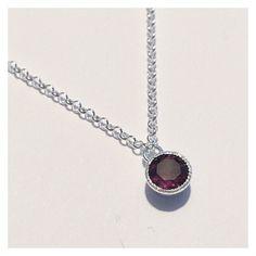 Tilaustyönä valmistettu hopeinen riipus granaatilla ❤️ #silver #garnet #necklace #finnishdesign #handmadejewelry #oonaarmiajewelry