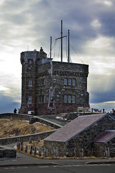 Cabot Tower on Signal Hill, St. Newfoundland Canada, Newfoundland And Labrador, Newfoundland Recipes, Beautiful Sites, Beautiful Places, Wonderful Places, Cabot Tower, Canadian Travel, Atlantic Canada